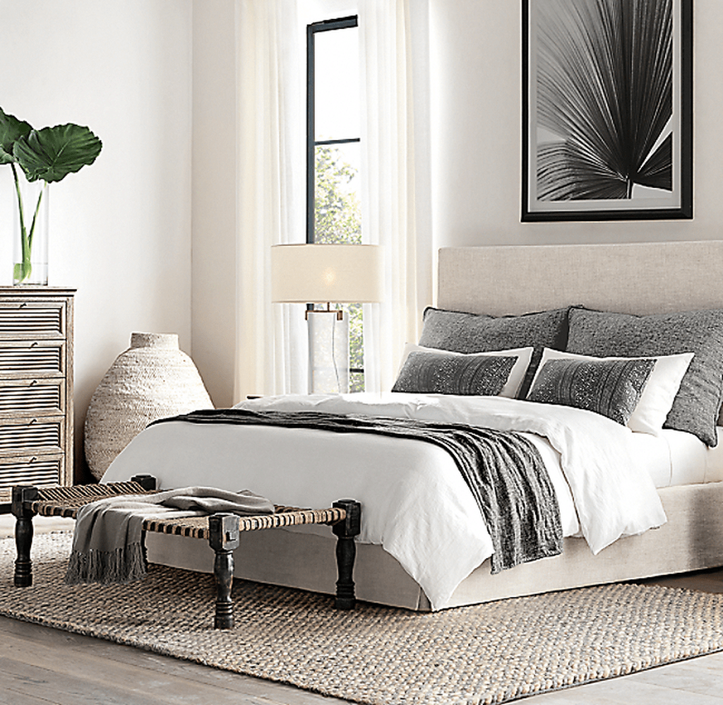 Fabulous White Bedroom Ideas To Make Your Sleep Comfortable 29