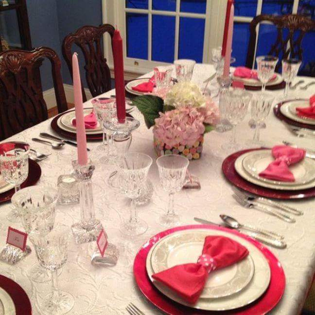 Inspiring Romantic Dining Table Decor Ideas 03