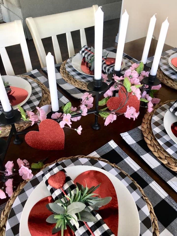 Inspiring Romantic Dining Table Decor Ideas 12