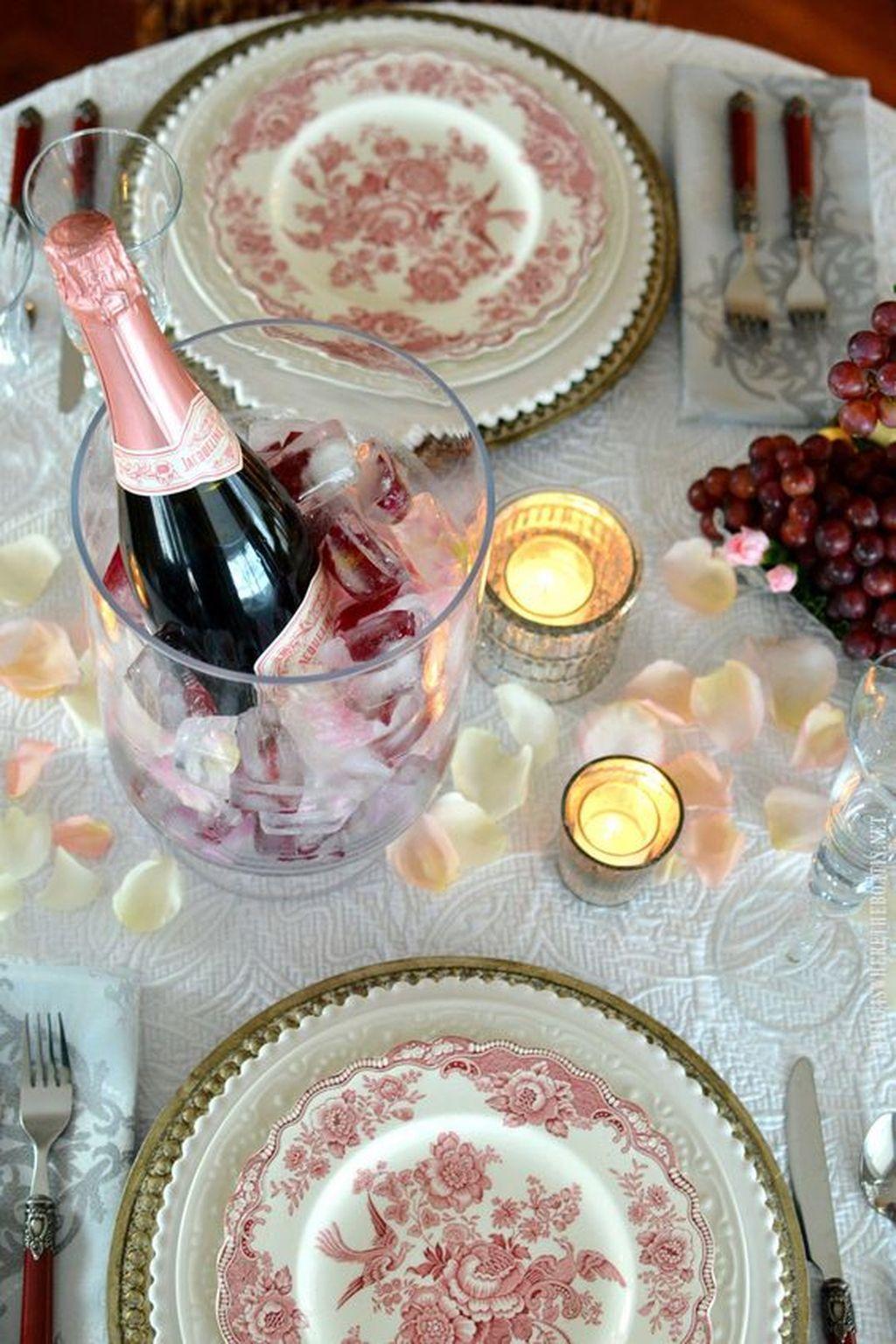 Inspiring Romantic Dining Table Decor Ideas 19