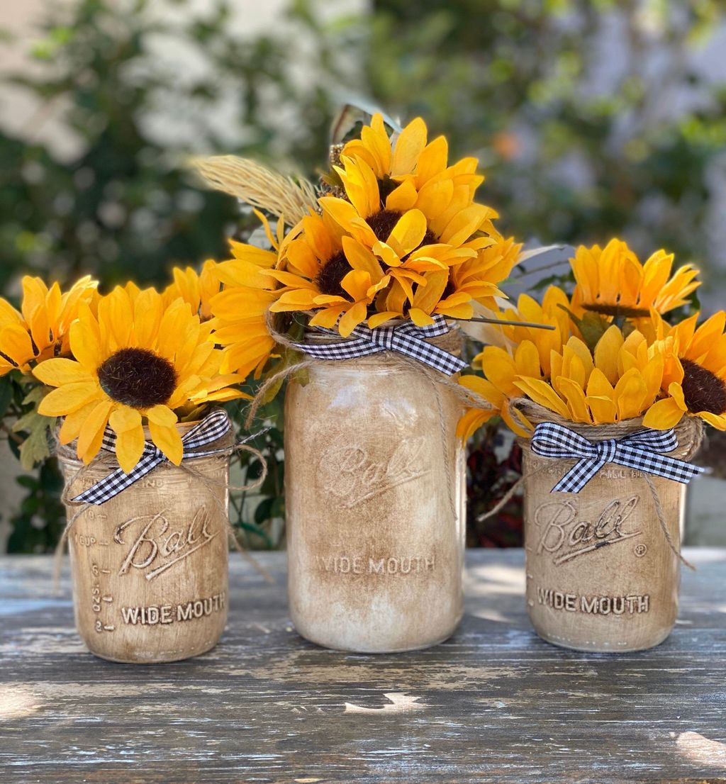 Awesome Spring Table Centerpieces With Farmhouse Style 29