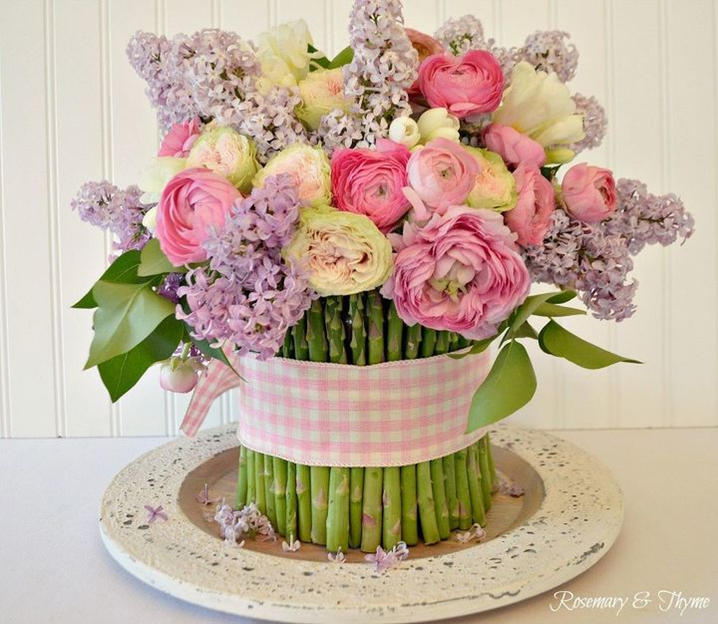 Beautiful Spring Floral Arrangements For Home Decoration 32
