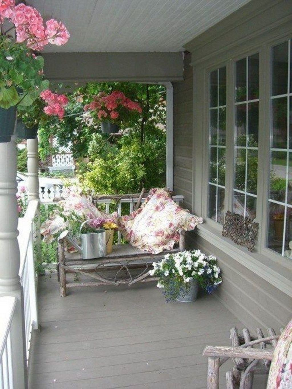 Fascinating Spring Porch Decor Ideas With Farmhouse Style 08