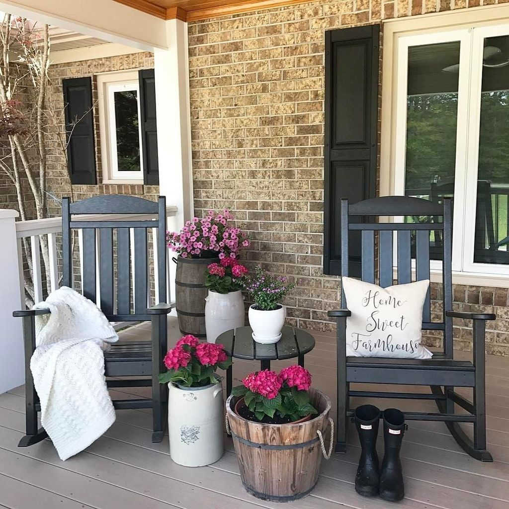 Fascinating Spring Porch Decor Ideas With Farmhouse Style 15