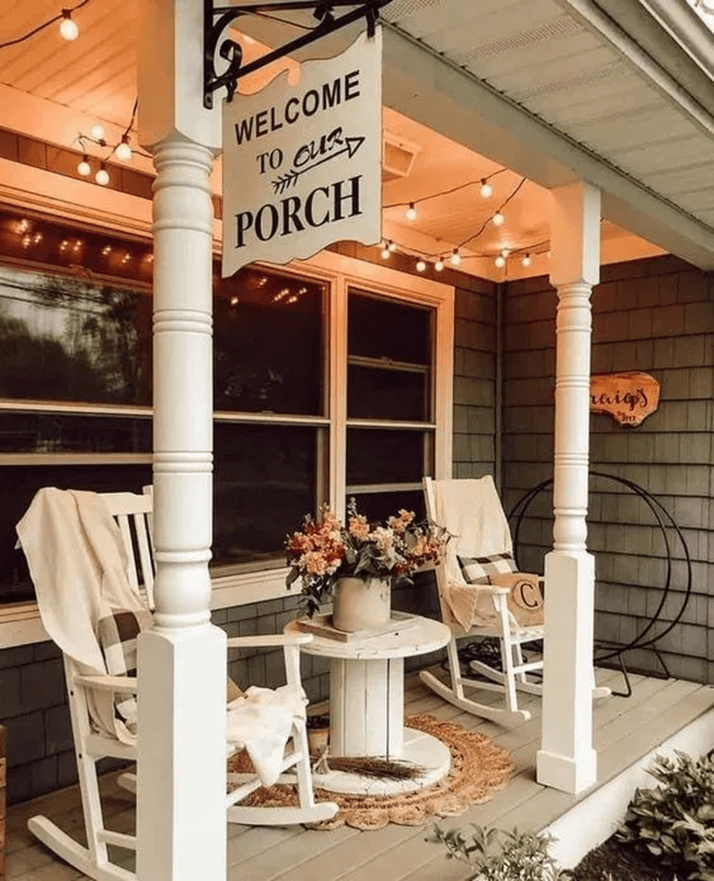 Fascinating Spring Porch Decor Ideas With Farmhouse Style 20
