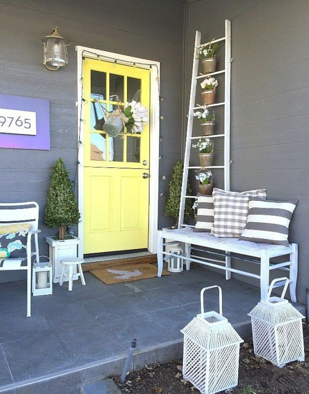 Fascinating Spring Porch Decor Ideas With Farmhouse Style 22