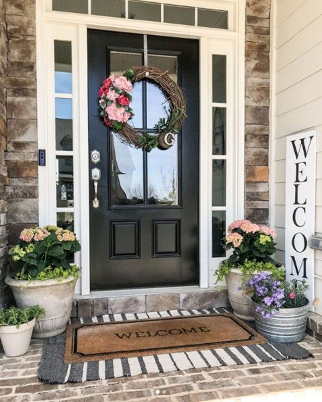Fascinating Spring Porch Decor Ideas With Farmhouse Style 28