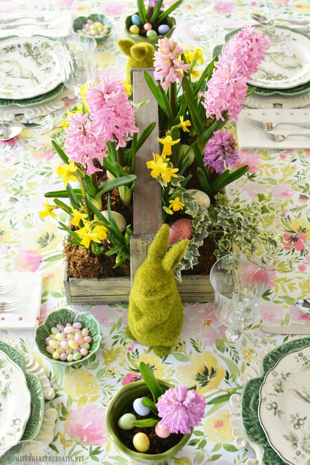 Inspiring Spring Table Centerpieces Best For Dining Room 14