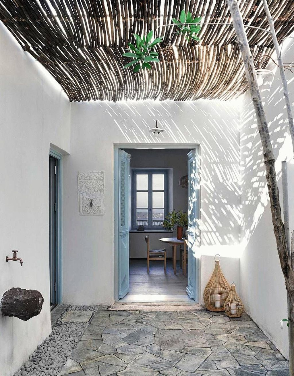 Popular Mediterranean Decor To Beautify Your Home 32