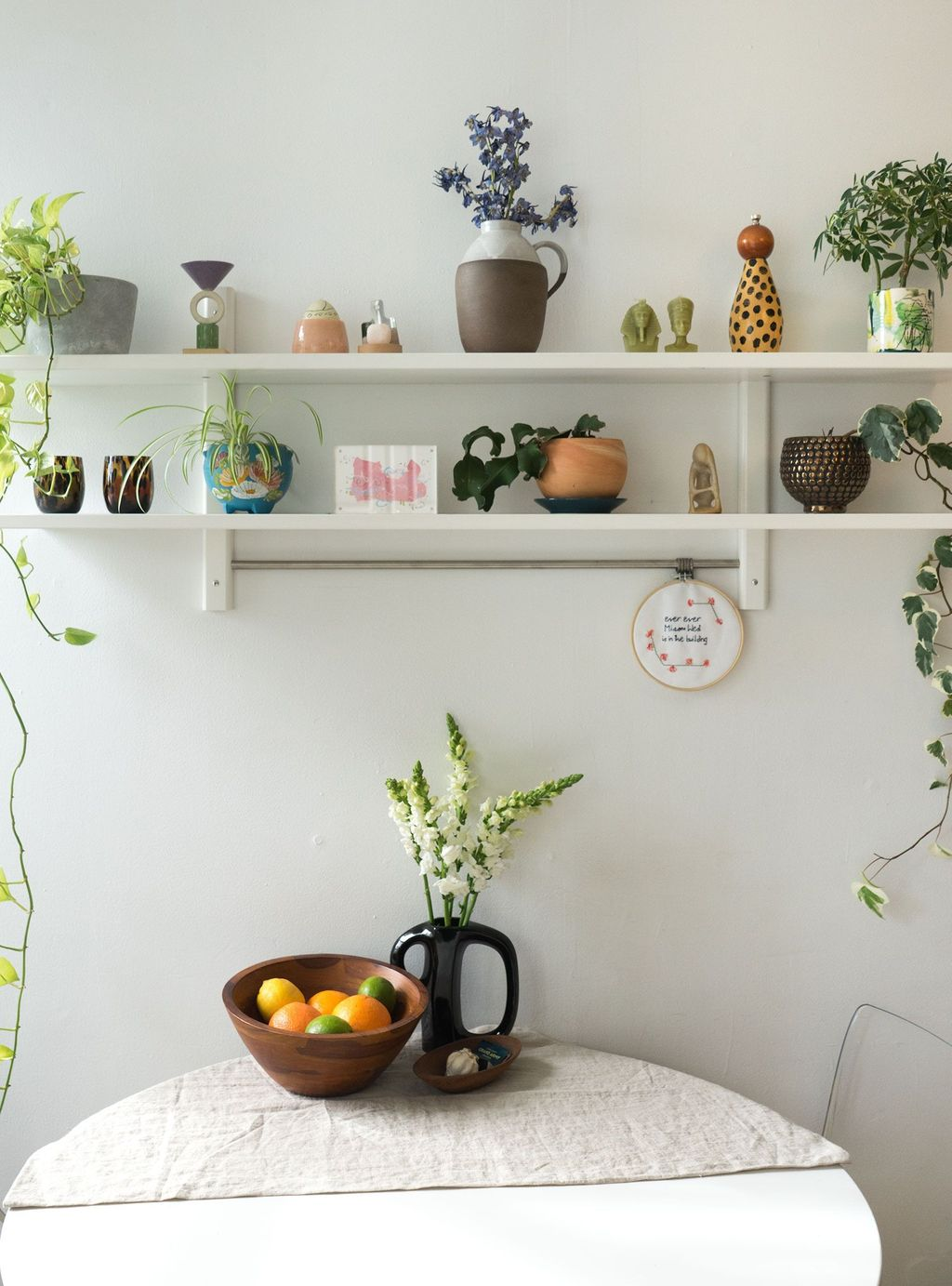 Stunning Apartment Spring Decor Ideas 32