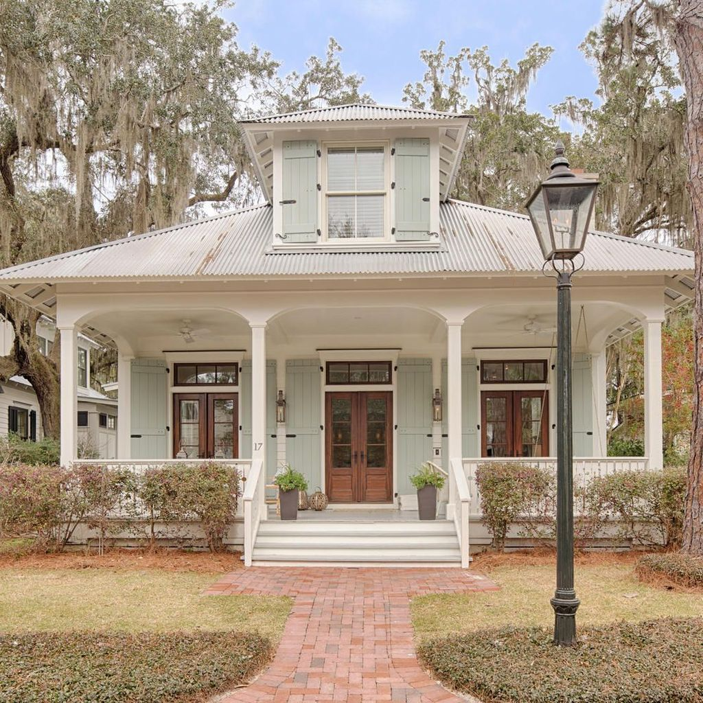 Admirable Beach House Exterior Design Ideas You Will Love 16