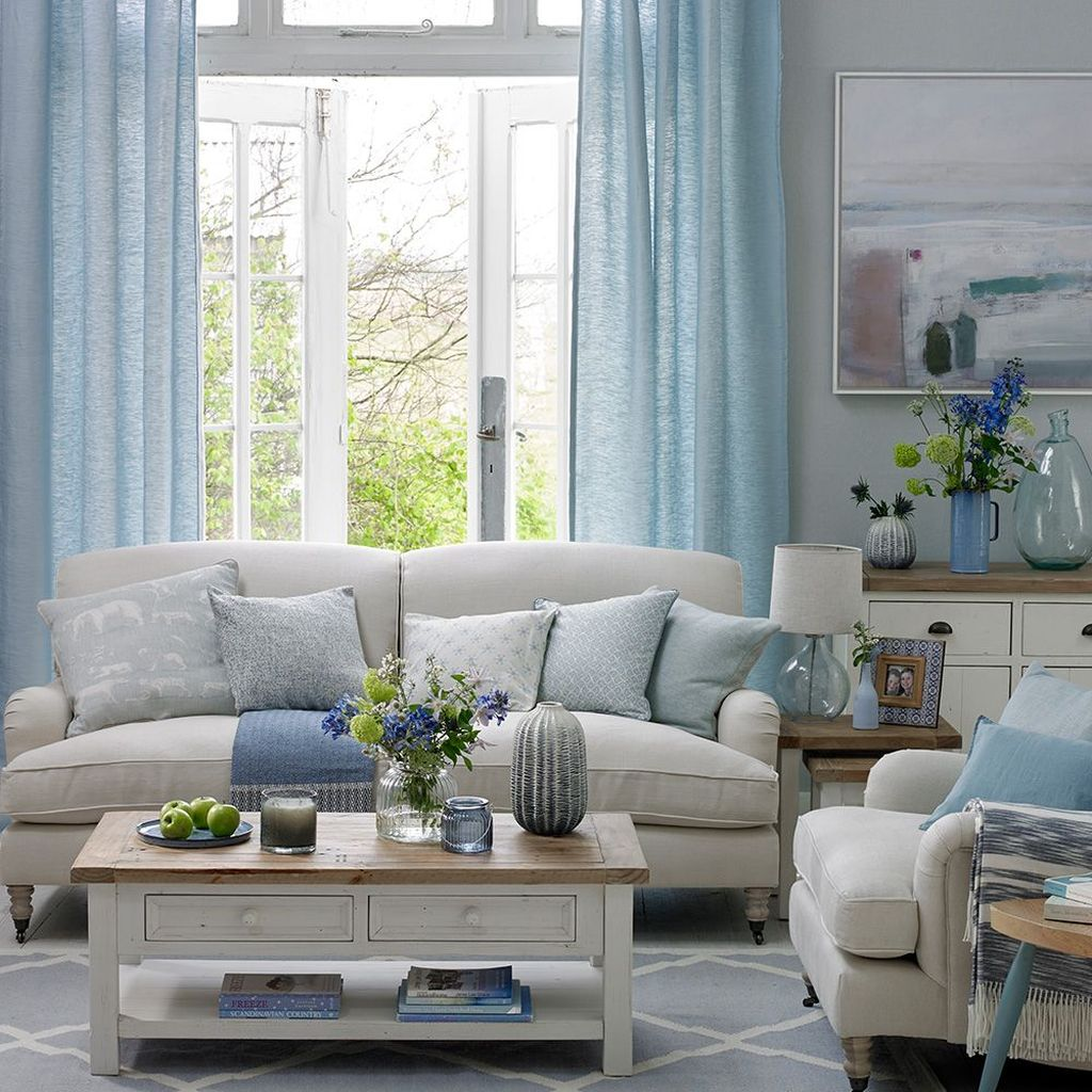 Beautiful Coastal Living Room Decor Ideas Best For This Summer 06
