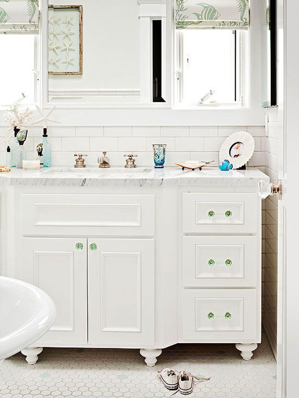 Fabulous Coastal Style Bathroom Decor Ideas 09