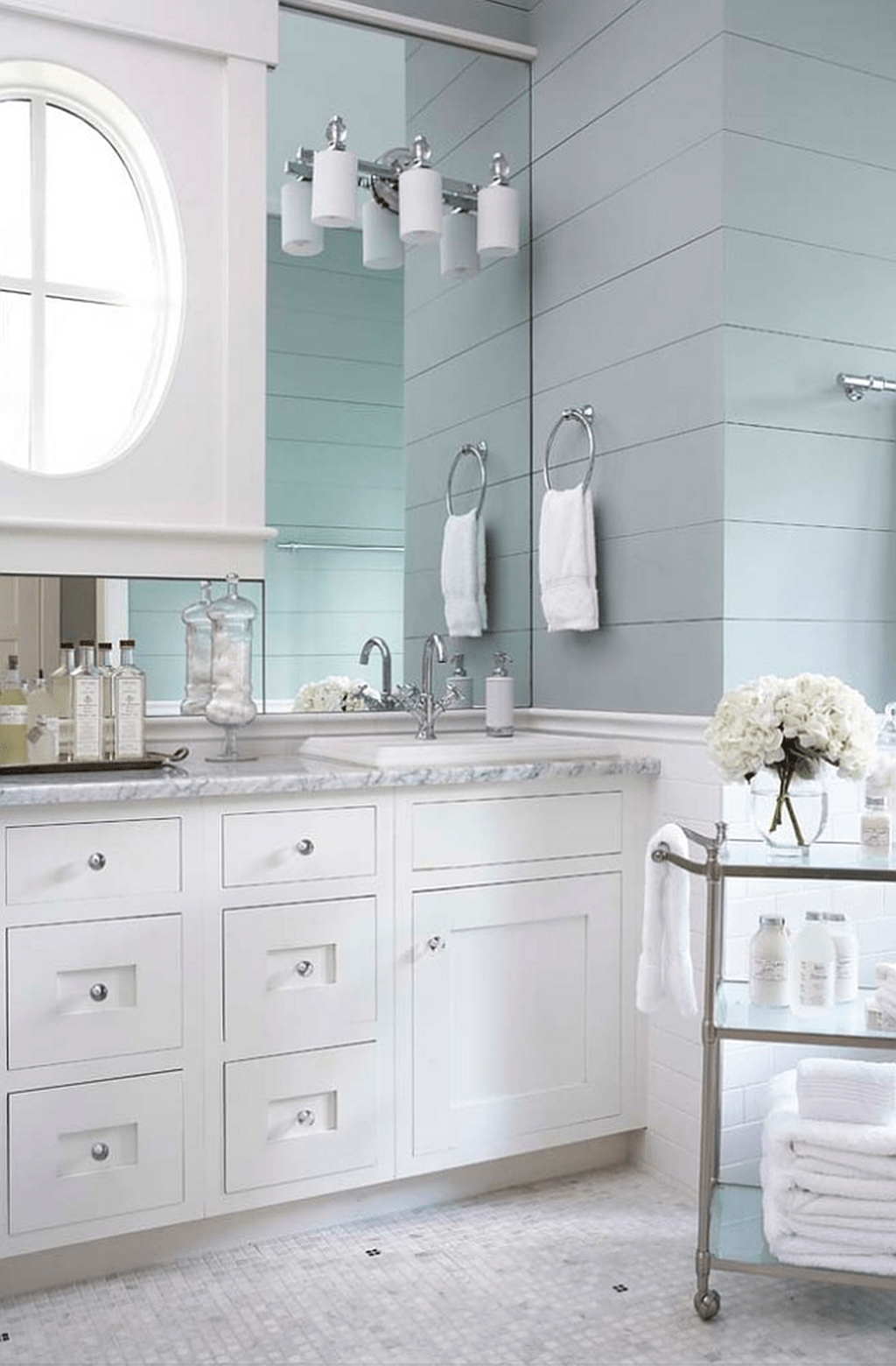 Fabulous Coastal Style Bathroom Decor Ideas 10