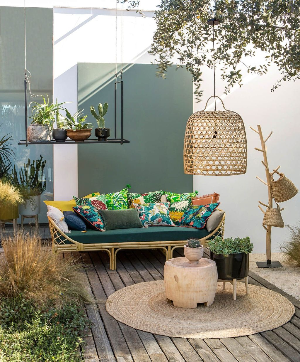 Fascinating Summer Patio Ideas To Beautify Your Garden 16