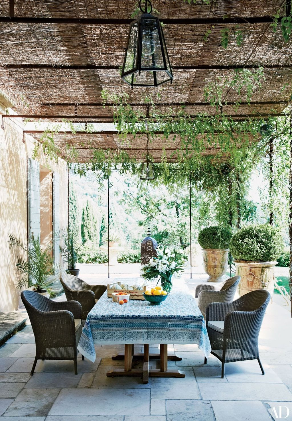 Fascinating Summer Patio Ideas To Beautify Your Garden 25