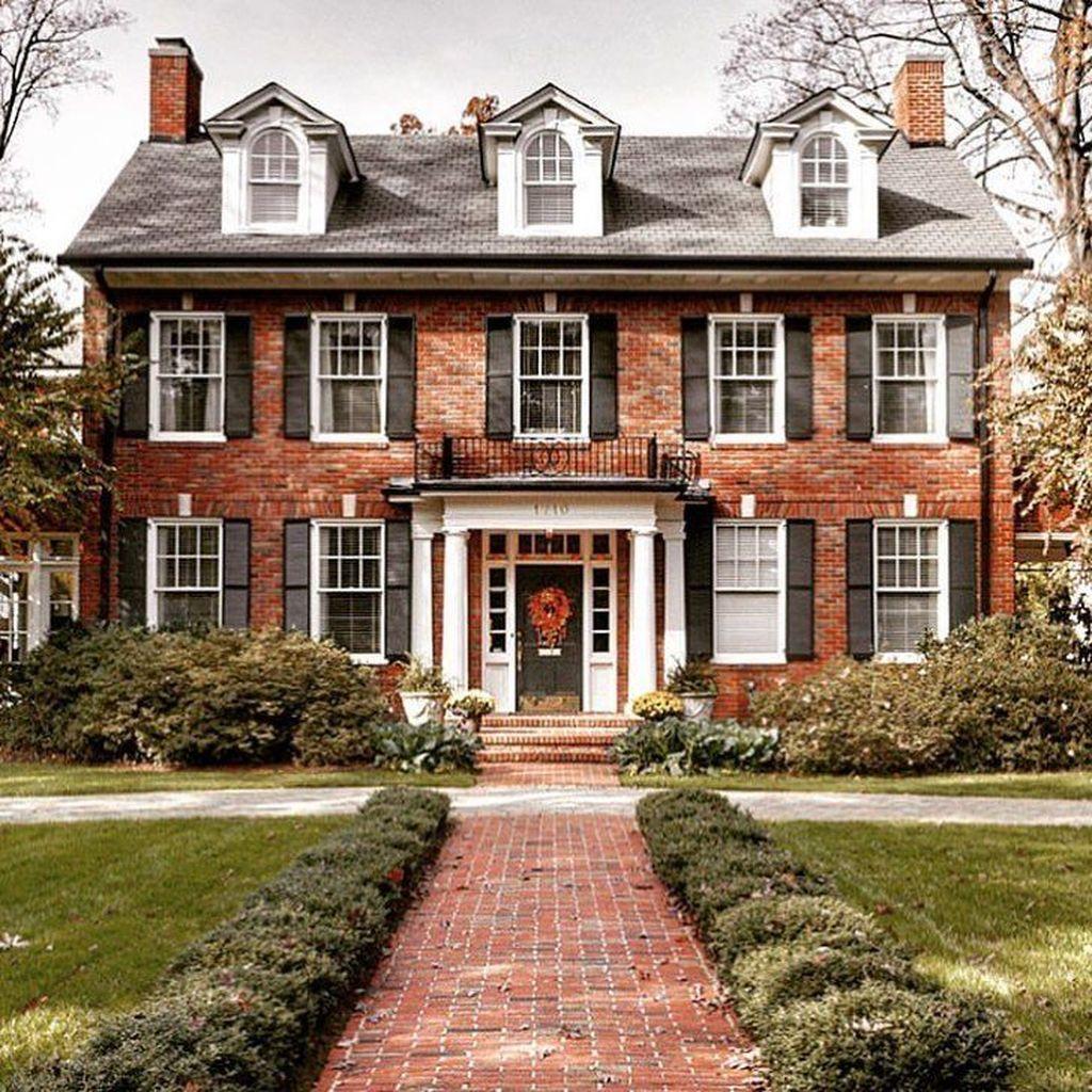 Impressive Brick House Exterior Design Ideas That You Definitely Like 19