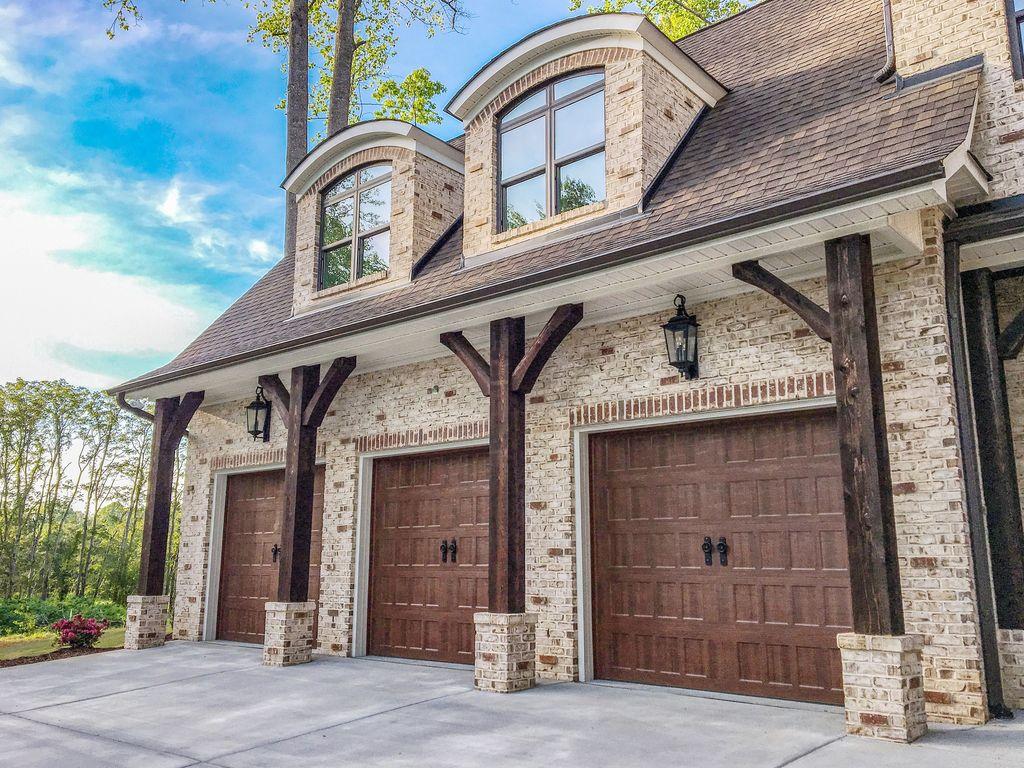 Impressive Brick House Exterior Design Ideas That You Definitely Like 27