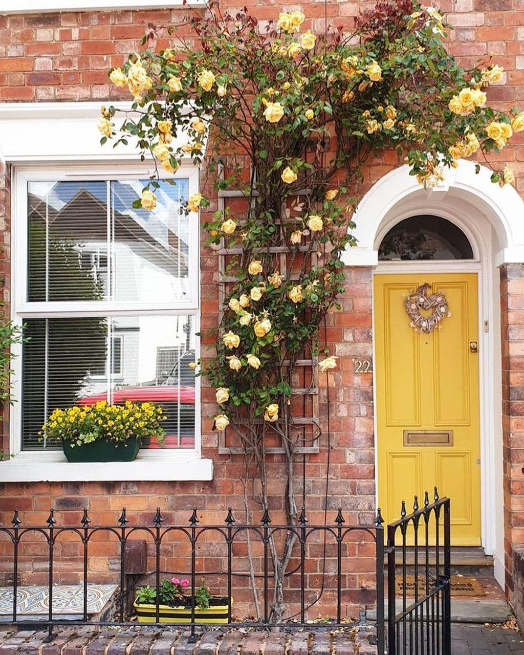 Impressive Brick House Exterior Design Ideas That You Definitely Like 31
