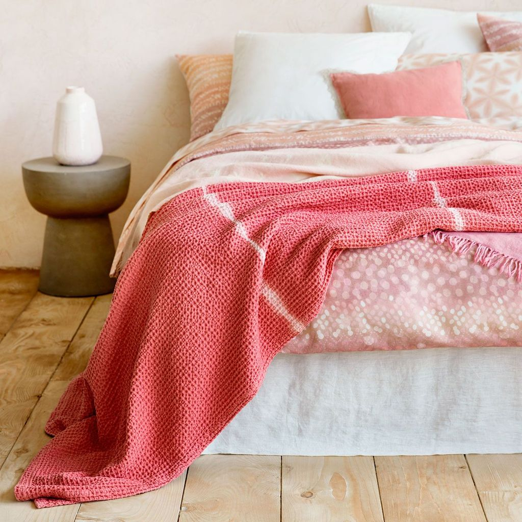 Popular Summer Bedding Ideas To Beautify Your Bedroom 12