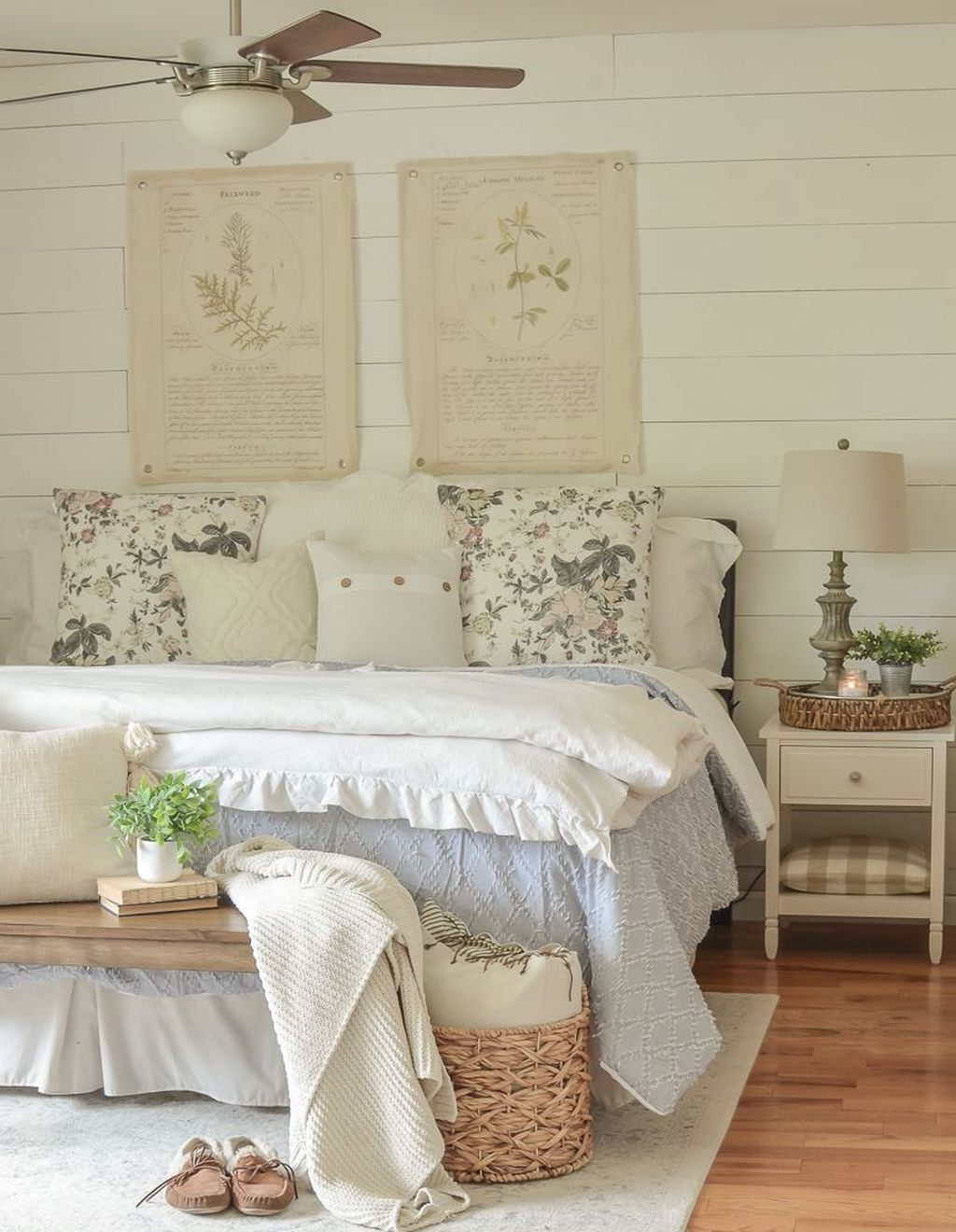 Popular Summer Bedding Ideas To Beautify Your Bedroom 34