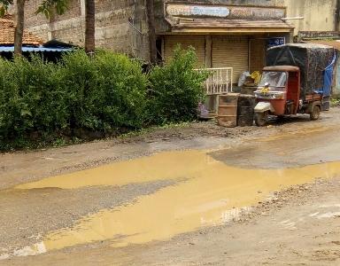 सागांवातील रस्त्यांची दूरवस्था; ग्रामपंचायत प्रशासनाचे दुर्लक्ष