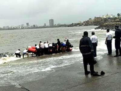 मुंबईतील दादर चौपाटीवर ३ विद्यार्थ्यांचा बुडून मृत्यू