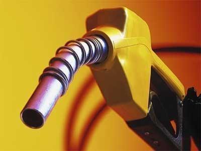 कच्च्या तेलाच्या दरात घसरण...पेट्रोलचे दर ८० रुपयांवर!