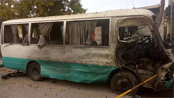 पाकिस्तान ऊर्जा आयोगाच्या बसवर आत्मघातकी हल्ला-2 ठार 13 जखमी