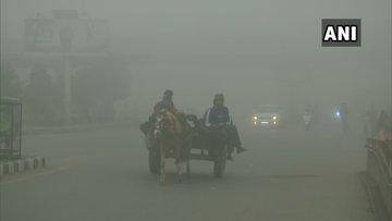 पंजाब मधील अमृतसर मध्ये पसरली धुक्याची चादर