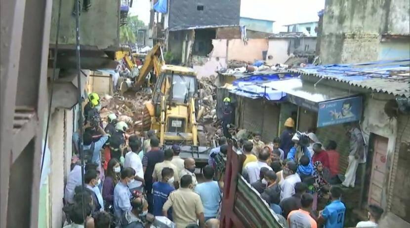 मालाडमध्ये इमारत कोसळून ११ जणांचा मृत्यू; ७ जण जखमी