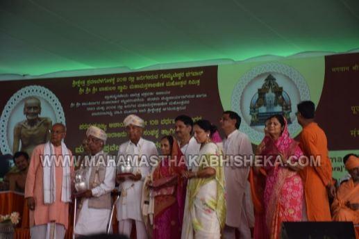 Acharya-Vardhamansagarji-Maharaj-Mangala-Pravesha-Shravanabelagola-Bahubali-Mahamasthakabhisheka-Mahamastakabhisheka-2018-023