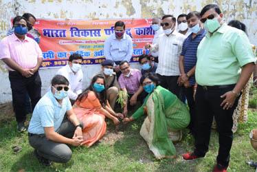 भारत विकास परिषद ने रामलीला मैदान में किया वृक्षारोपण