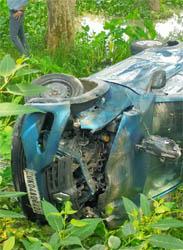 काशीपुर ब्रेकिंग : रामनगर रोड पर 3 गाड़ियों में जबरदस्त टक्कर, दो गड्डे में गिरीं, कई घायल