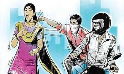 काशीपुर : बाइक सवार उचक्कों ने स्टेडियम रोड पर महिला से झपटी सोने की चैन