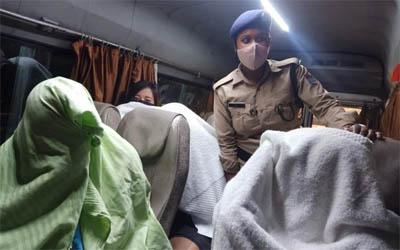 स्पा सेंटर में सेक्स रैकेट का भंडाफोड़, 9 लड़कियों सहित 11 गिरफ्तार