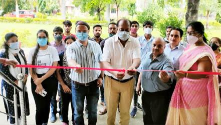 पूर्व विधायक ने किया बीएसबी गर्ल्स डिग्री कॉलेज में वैक्सीनेशन केंद्र का शुभारंभ