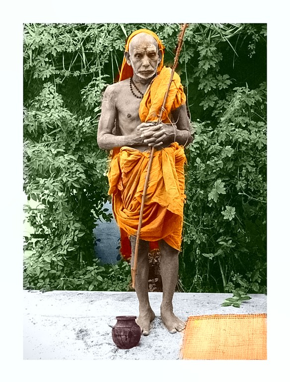 Periyava_colored_standing_with_folded_hands