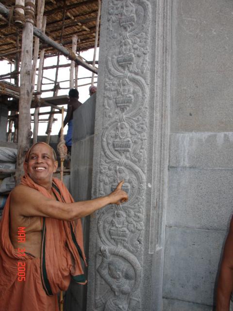 Pudhuperiyava_looking_sculptures