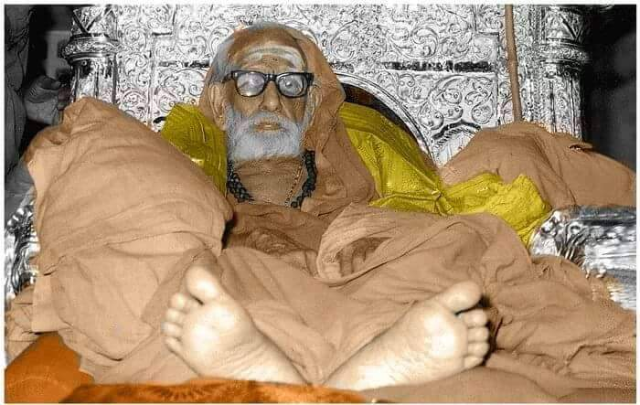 Periyava_laying_down