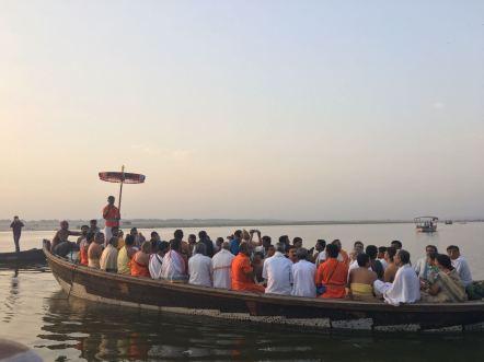 Mahaperiyava-kasi-boat