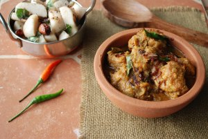 chicken varutharacha curry