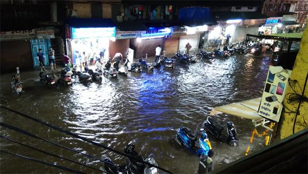 Master - Pune Rains: पुण्याला पुन्हा पावसाचा तडाखा; प्रवास टाळा! - heavy rain, thunderstorm lash pune again, water logging in many areas of city