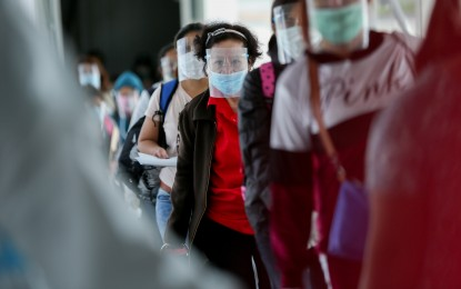 Palace stands by order requiring face shields in workplaces