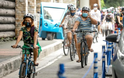 QC residents welcome reduced fine for bikers without helmet