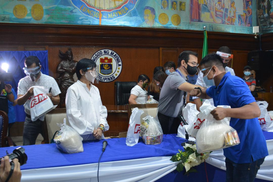 Hundreds  of relief packs distributed in Manila