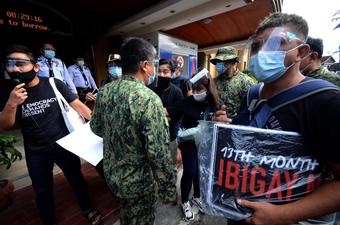 Militant group presses for jobs, ayuda and 13th mo pay at DOLE