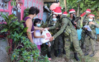 Soldiers bring Christmas joy to Leyte villages