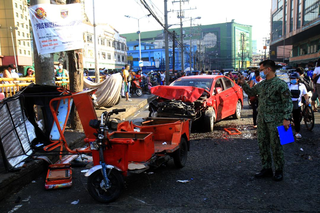 One killed, 7 injured as car rams into several vehicles in Divisoria