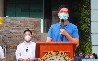 Vico Sotto urges public to trust experts on vaccine acquisition